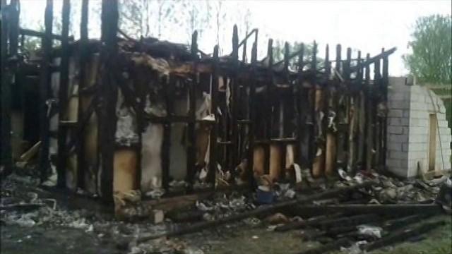Casa distrusa de flacari in Varfurile a fost refacuta