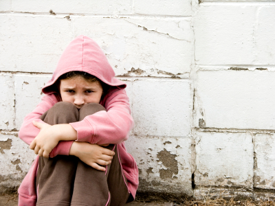 VEZI FOTO – 120 de copii ai strazii din Bucuresti au primit o masa calda de Paste