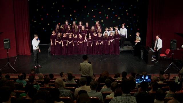 """iun 2018 – Corul de copii Dynamis in concert la Teatrul """"Anton Pann"""" din Ramnicu Vâlcea.  iCer"""