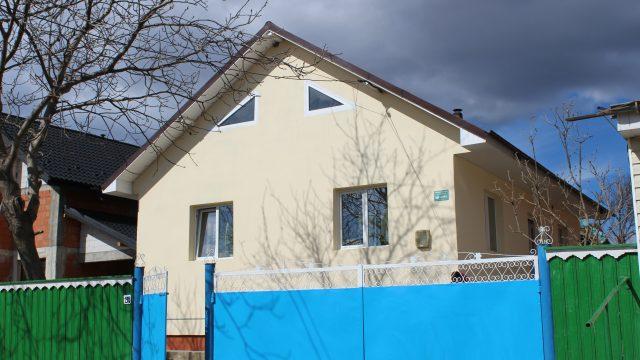 A 300-a casă socială construită de ADRA România inaugurată de Jonathan Duffy, Președintele ADRA Internațional și Ștefan Tomoiagă, Președintele Bisericii Adventiste de Ziua a Șaptea din România